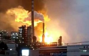 大連爆発中の化学工場で