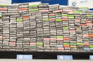 French Customs seized tons of cocaine at 1,7 in Cannes
