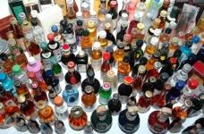 ウラジオストク税関職員は、日本から密輸アルコールの大量のバッチの供給を停止しました