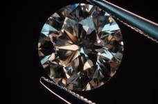 インドのKGKは、沿海地方でのダイヤモンドをカットします
