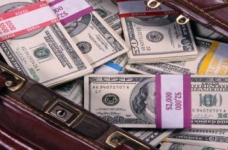 Individuals will be required to disclose to the customs the origin of the funds when declaring more than $ 100 thousand