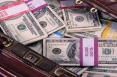 100千ドル以上を申告する場合、個人は税関に資金の出所を開示する必要があります