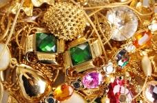 De handtas ornamenten vinden op 18 miljoen roebel